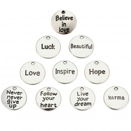 Lot de 10 breloques argentées médailles messages : hope love karma luck etc...